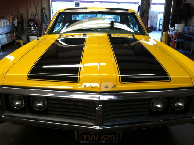 Vehicle Stripes on a 1969 Buick LaSabre